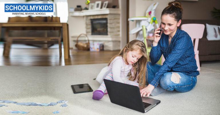 बच्चों का स्क्रीन टाइम कम करना है तो पहले खुद को रोकें – Parents Need Screen Time Limits Before Kids in hindi