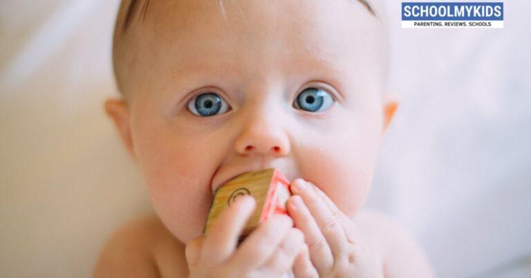 बच्चे के दांत निकलने की उम्र, लक्षण, उपाय – Bachon ke Dant Nikalna – Baby Teething in Hindi