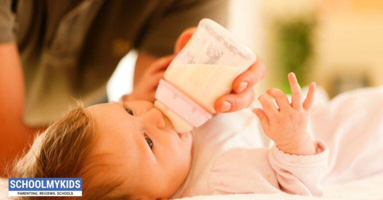 8 टिप्स: छोटे बच्चों को बोतल से दूध कैसे पिलाएं