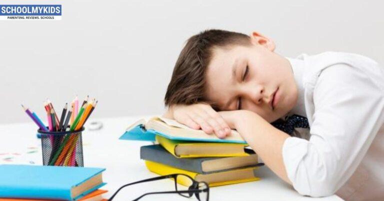 स्कूली बच्चों के लिए कितनी जरूरी है नींद- How much Sleep should a Student get in Hindi