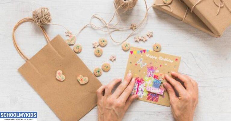 कैसे बनाएं खूबसूरत पेपर बैग्स- How to Make Beautiful Paper Bags in Hindi