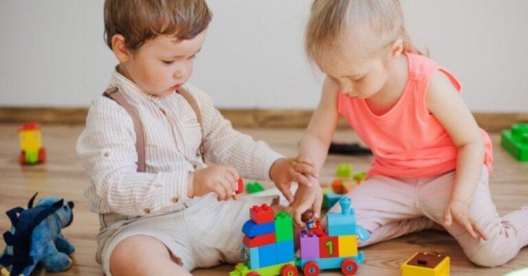 5 साल से छोटे बच्चे क्यों मारते हैं दूसरों को – Causes of Toddler Hitting in Hindi