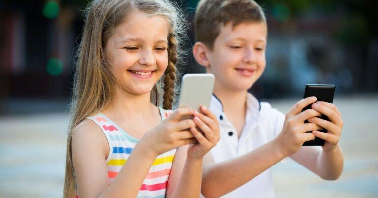 8 टिप्स: डिजिटल समय में कैसे संभालें अपने बच्चों को