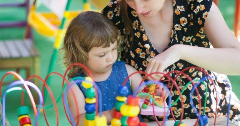 तीन से पांच साल तक के बच्चे के लिए लें ऐसे खिलौने जो हों स्किल बेस्ड – Skill Based Learning Toys for Kids
